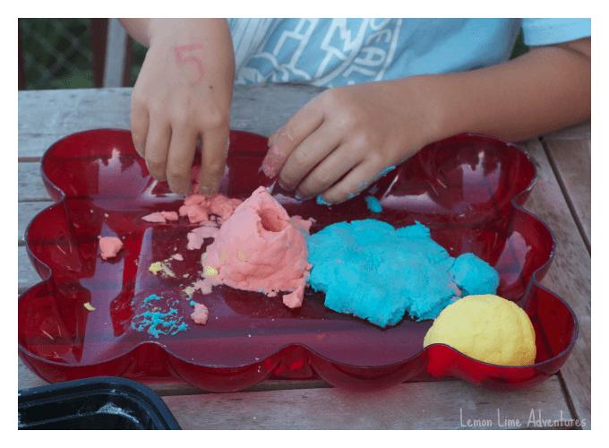 Molding Sensory Fizzing Dough