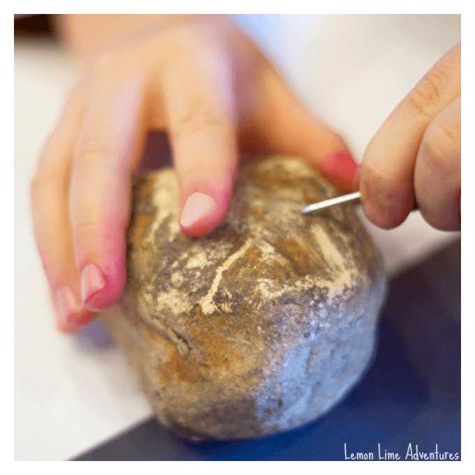 Rock scratch test with a Nail